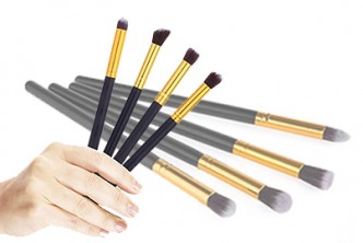 [All IN 1 Brush @ 77% Savings!] B$5 instead of B$22 for a set of 4pcs Professional Makeup Brushes (Colour : Black or White) Redemption at SD HQ, Gadong