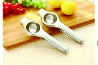 [Juice Squeezer @ 65% Savings!] B$7 instead of B$19.9 for a unit of Stainless Steel Lemon Orange Lime Squeezer Juicer Hand PressTool   .Redemption at SD HQ, Anggerek Desa