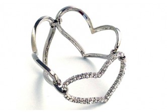 [Swarovski Large Silver Heart Bracelet @ 73% Savings!] B$17 instead of B$63 for a unit of Large Silver Heart Bracelet Made With Swarovski Elements. Redemption at SD HQ, Anggerek Desa